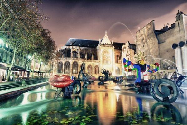 Франзуский фонтан Стравинского, который состоит из 16 движущихся скульптур