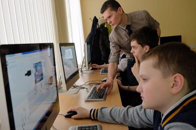 Молодёжь охотно воспринимает инновации.