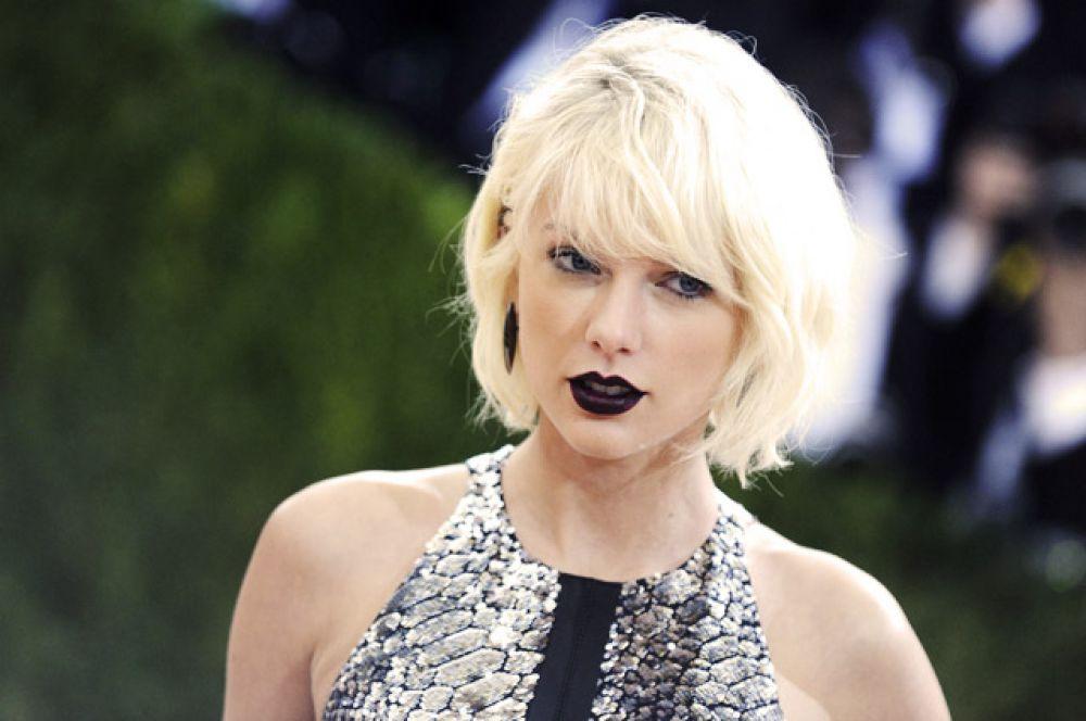 Первое место заняла американская певица Тейлор Свифт. Журнал оценил её доход в $170 млн.