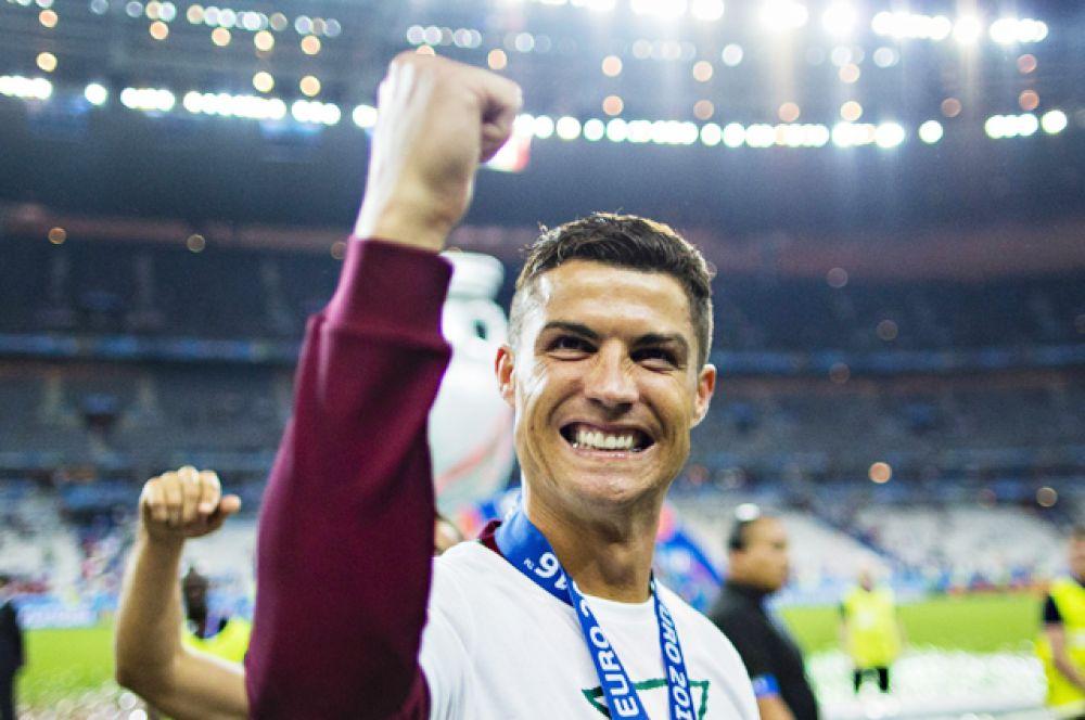 Пятое место досталось футболисту Криштиану Роналду — $88 млн.