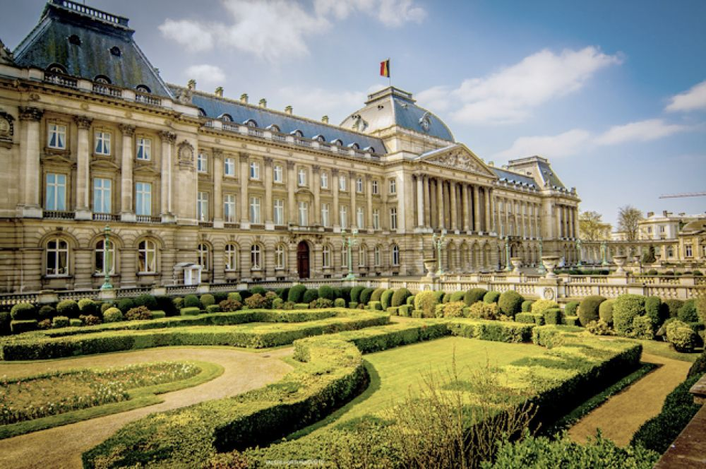 Королевский дворец в Брюсселе — официальная резиденция бельгийского монарха, расположенная в центре столицы в Брюссельском парке. Действующий монарх: Филипп.