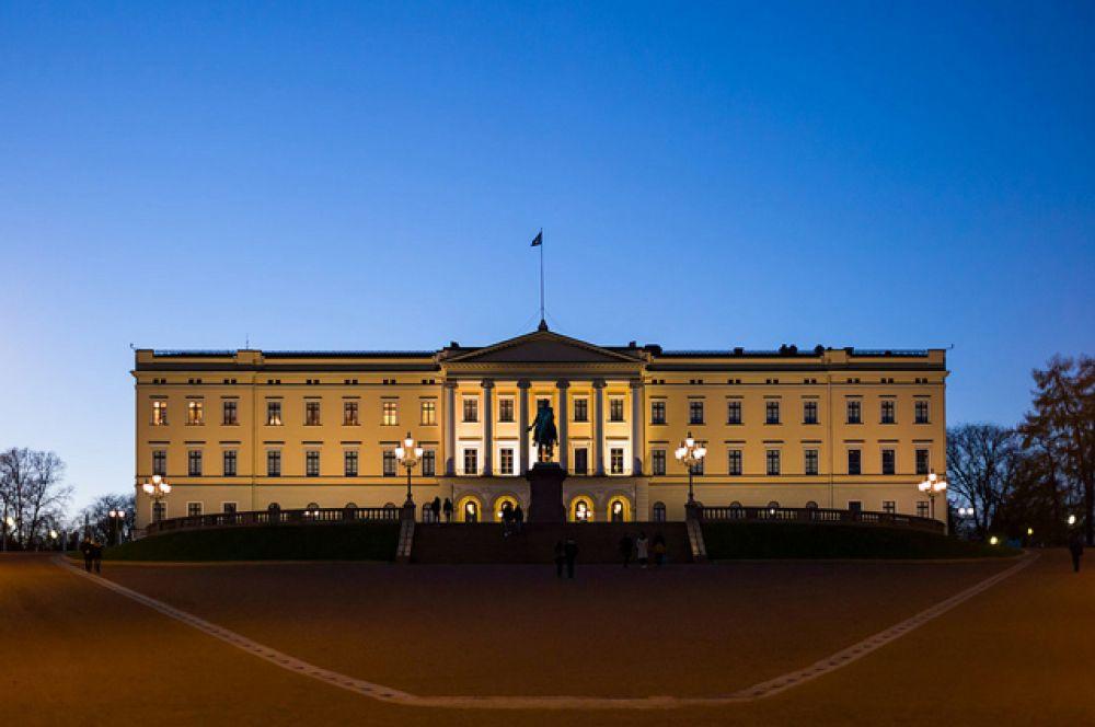 Королевский дворец в Осло. Действующий монарх: Харальд V.