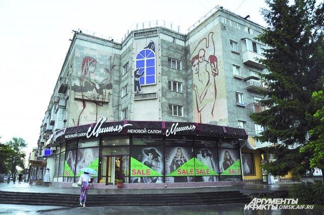 Многие фасады гостевого маршрута к юбилею Омска так и останутся обшарпанными, а вот дому по улице Маркса,31 повезло - его приведут в порядок.