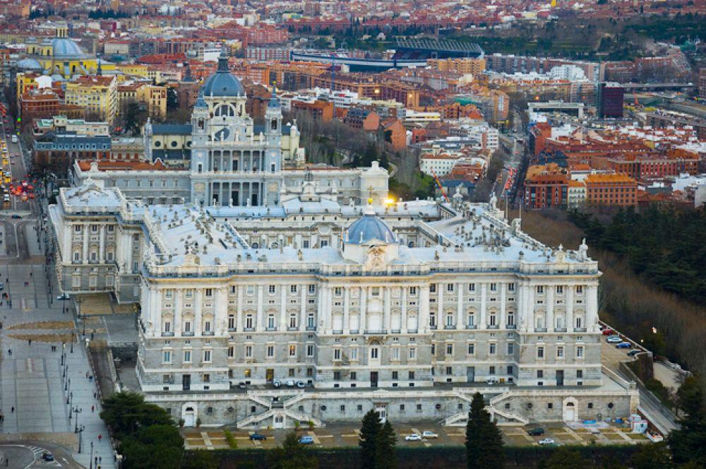 Королевский дворец в Мадриде или Восточный дворец — официальная резиденция королей Испании. Действующий монарх: Филипп VI.