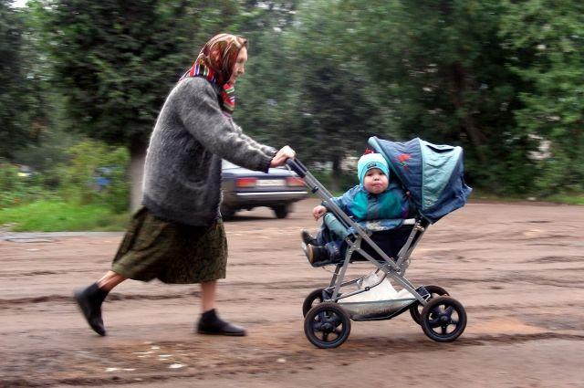 В Омске растёт число детей и пенсионеров.