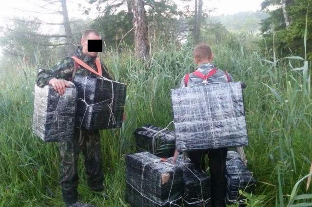 Калининградцы пойманы при попытке передать польским сообщникам контрабанду.