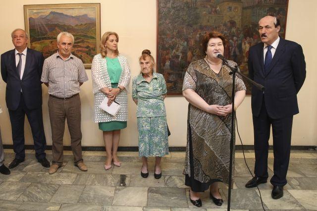 Выставка Клары Власовой «Вдохновленная Дагестаном» проходит в Махачкале