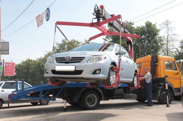 Житель Горьковского района хотел сэкономить на эвакуции авто.