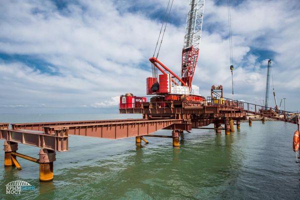 Строительство моста идёт по графику, никаких проблем с финансированием, как уверяют власти, нет