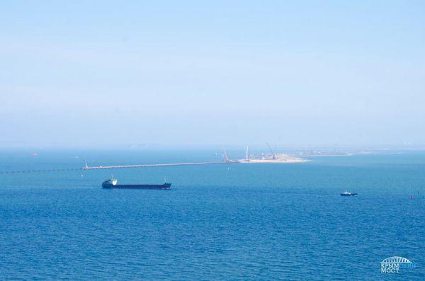 Когда начнется монтаж арок, в Керченском проливе на несколько дней приостановят движение судов. Ориентировочно, это будет лето 2017 года.
