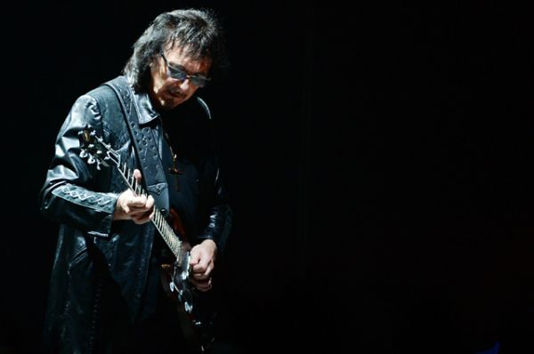 Однако Тони Айомми продолжил творчество, издав под вывеской Black Sabbath в общей сложности 19 студийных альбомов.
