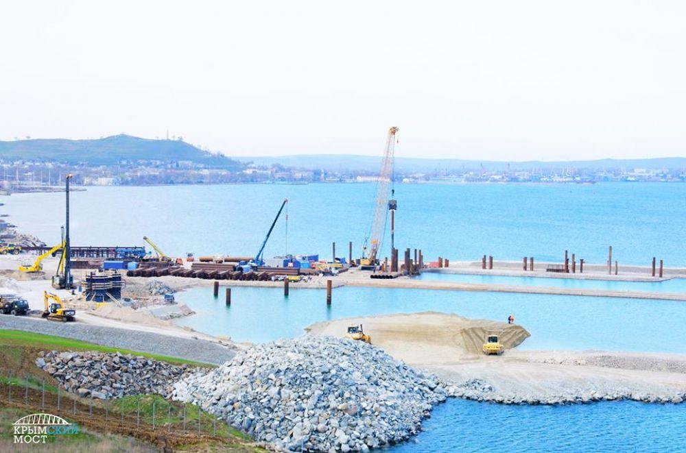 Строительство моста на крымском берегу