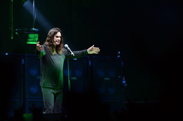 Группа Black Sabbath была основана в 1968 году. В ее первый состав вошли Оззи Осборн, Тони Айомми, Гизер Батлер и Билл Уорд.
