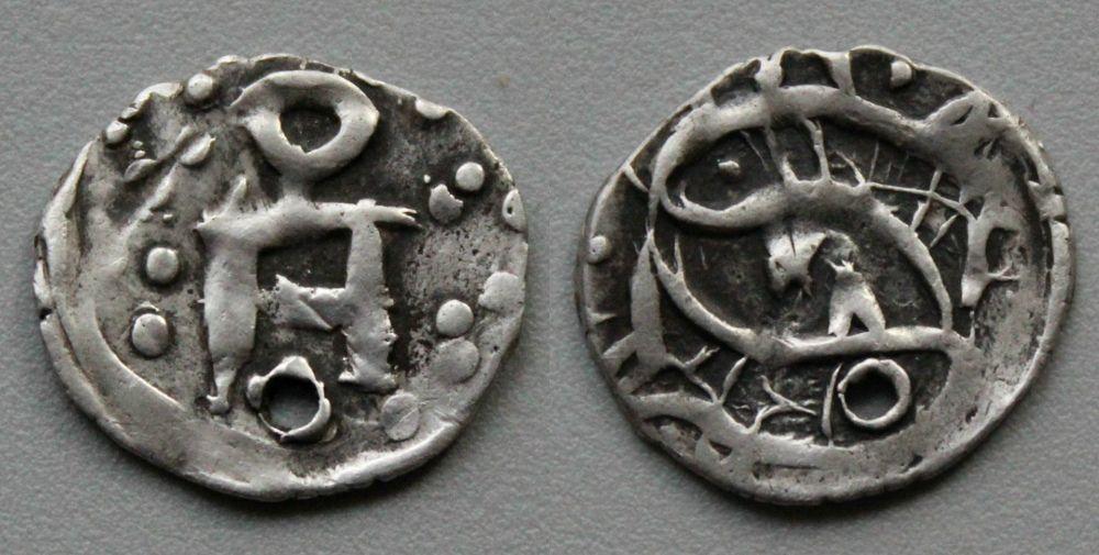 Монеты с двумя рыбами, традиционно китайские символы.