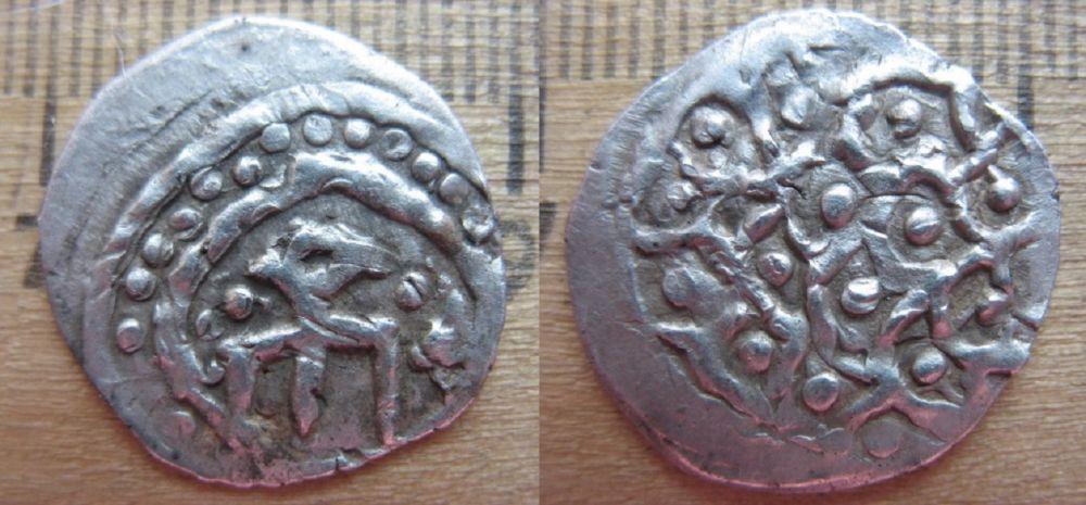 Нумизматы называют эти монеты - «таз с драгоценностями». Здесь прослеживается влияние китайской символики.