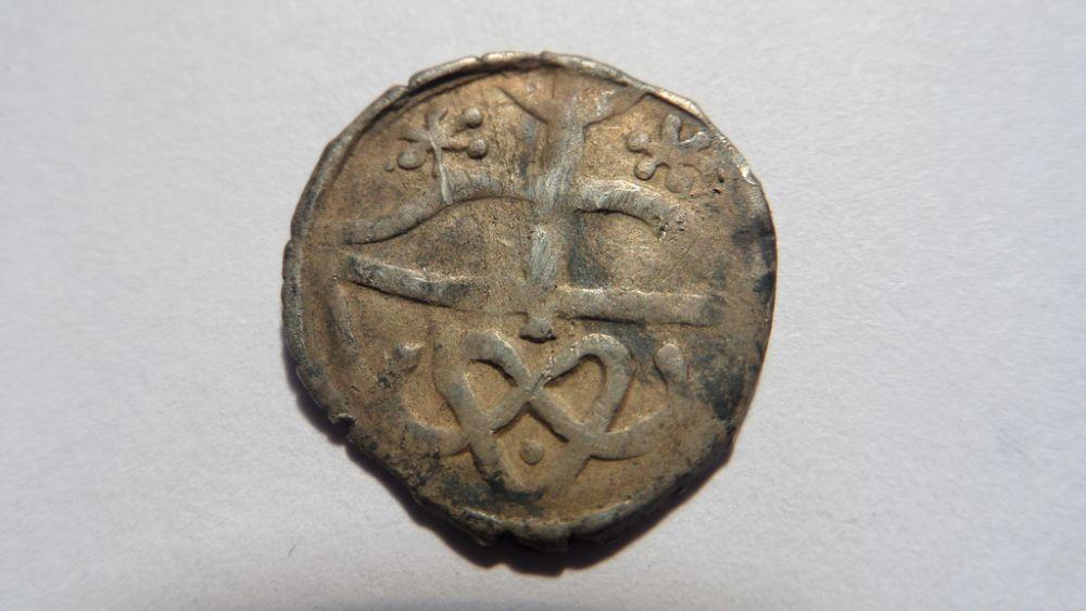 Еще одна монета с изображением лука и стрелы.
