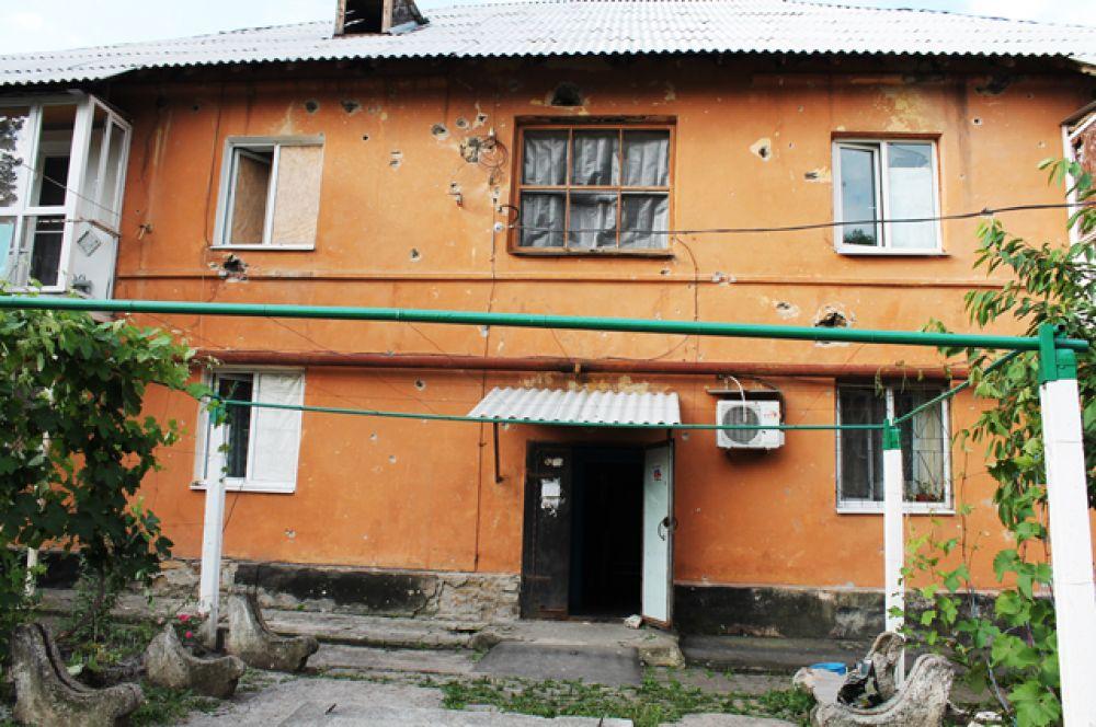 Жилой дом в Горловке, получивший повреждения в результате обстрела.