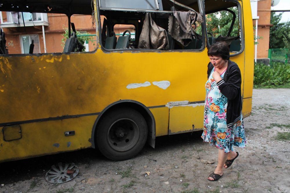 Пассажирский автобус, уничтоженный в результате обстрела Горловки.