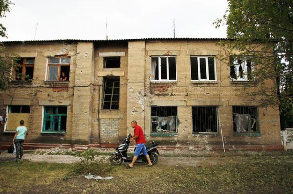 Разрушенные здания в Горловке.