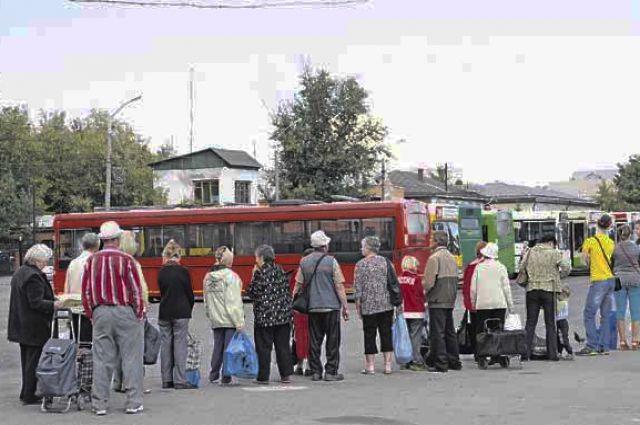 На большинстве маршрутов, в том числе нерегулируемых по цене, бесплатный проезд для льготных категорий граждан пока сохраняется.