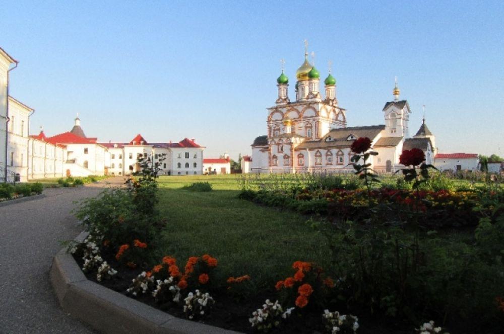 Варницкий монастырь, приписной монастырь Троице- Сергиевой Лавры гостеприимно принял паломников под свой кров.