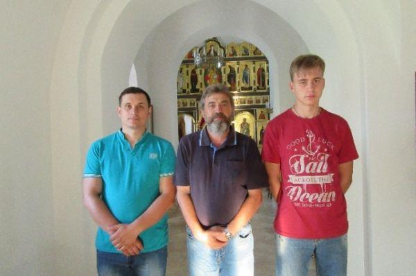 Священство монастыря благословило путников в дорогу образом Николы морского.