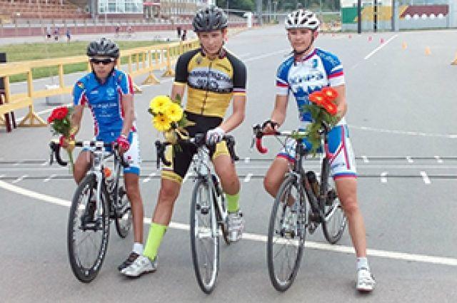 Велогонщики Калининграда привезли с всероссийских соревнований 10 медалей.