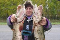 Даже в Иртыше можно поймать крупную рыбу.