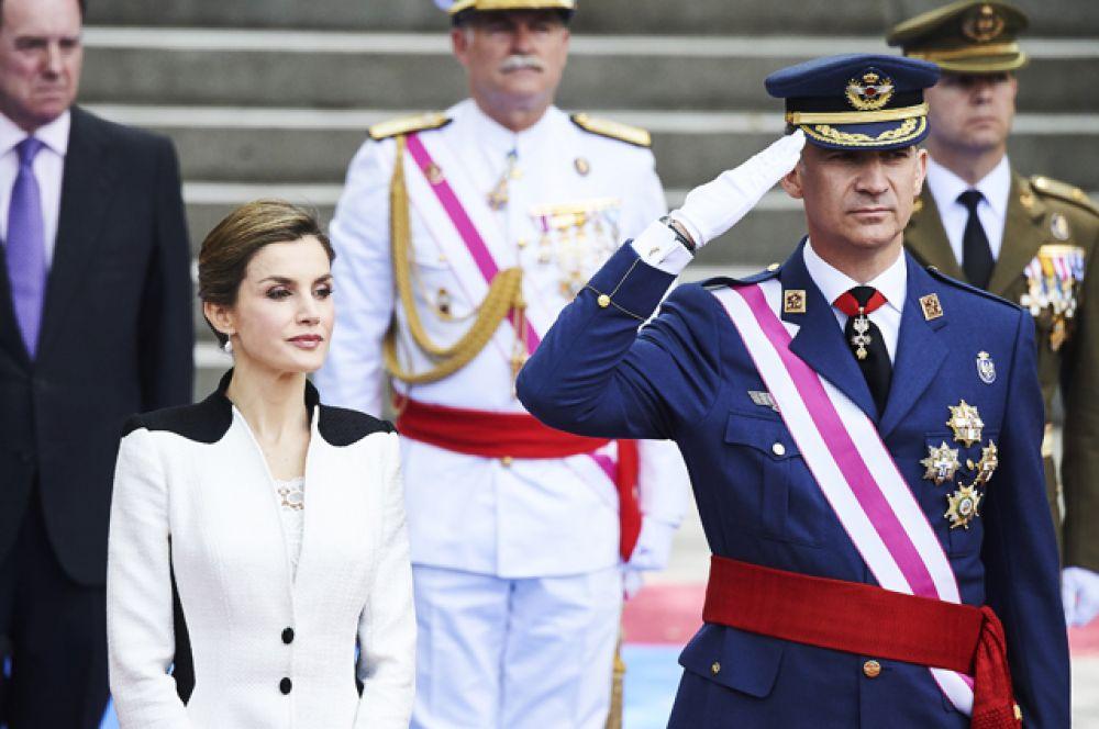 Его Величество Король Испании Филипп VI вступил на престол после отречения отца, короля Хуана Карлоса I в 2014 году. Был членом олимпийской сборной Испании по парусному спорту на летних Олимпийских играх 1992 года в Барселоне, а также принимал участие в церемонии открытия в качестве знаменосца олимпийской сборной.