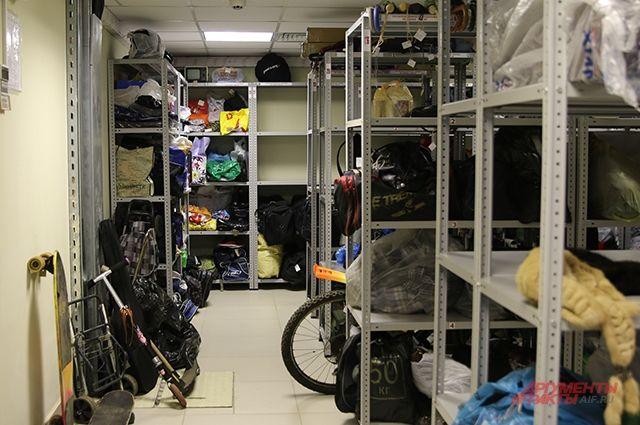 На складе почти не бывает пустых полок.