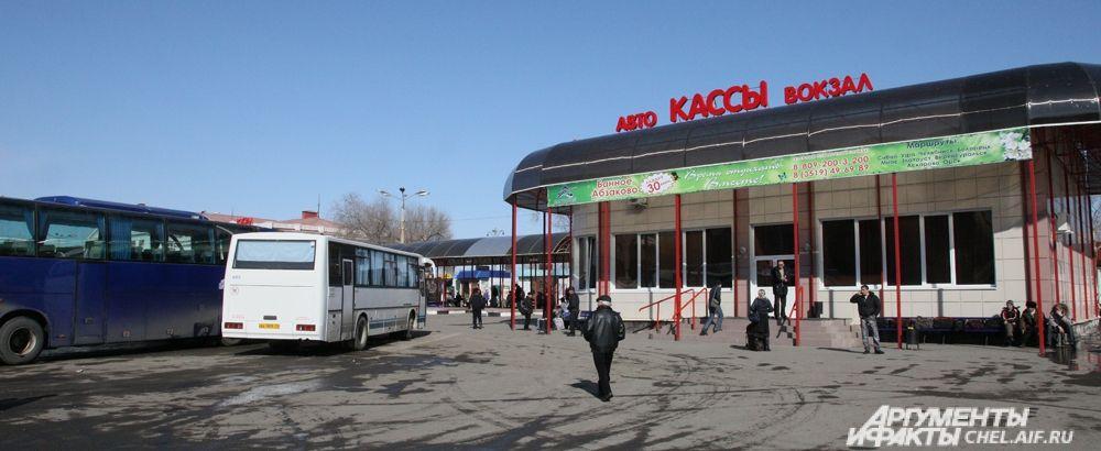 Западная граница территории Магнитогорска является административной границей между Челябинской областью и Республикой Башкортостан, Уральским и Приволжским федеральными округами.