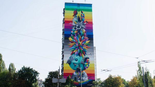 А этот стрит-арт размещен на бульваре Вернадского 87