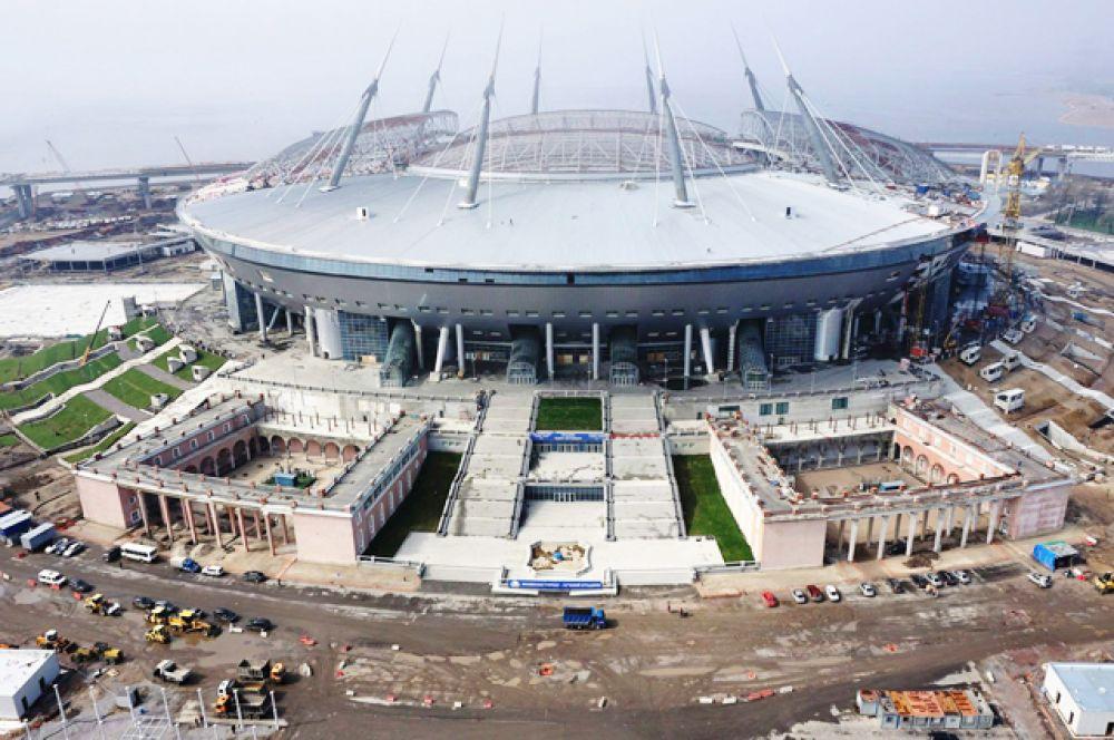 В январе 2016-го комитет по строительству Санкт-Петербурга, выступающий заказчиком строительства «Зенит-Арены», приостановил до конца июня исполнение госконтракта с АО «Инжтрансстрой», заключенного на достройку стадиона.