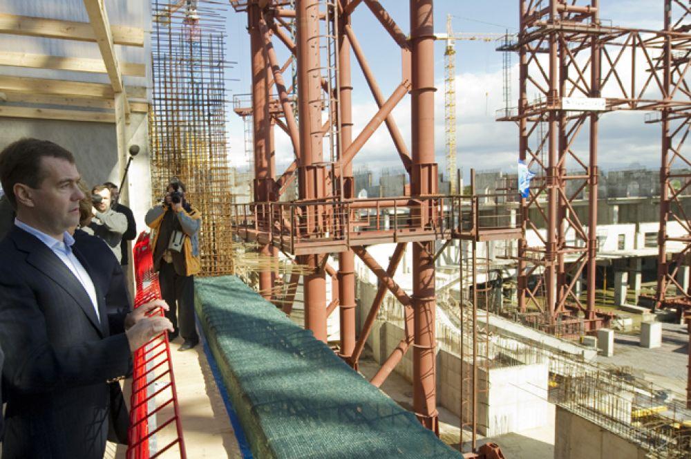 В мае 2010 года генеральный директор корпорации «Трансстрой» Михаил Леонтьев сообщил в интервью, что реальной датой окончания строительства в случае отсутствия новых вопросов у экспертов можно назвать конец 2011 года.