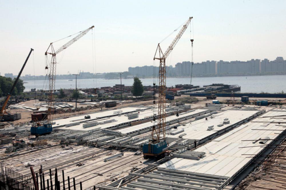 В ноябре 2011 года генеральный директор «Трансстроя» Александр Руденко объявил, что из-за новых требований заказчика строительство арены пока остановлено и сдать объект получится не раньше декабря 2013 года.