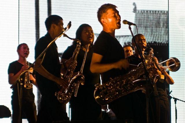 Игорь Бутман выступил в творческом коллаборэйшн с Tuva Jazz Band и Софией Кара-оол.
