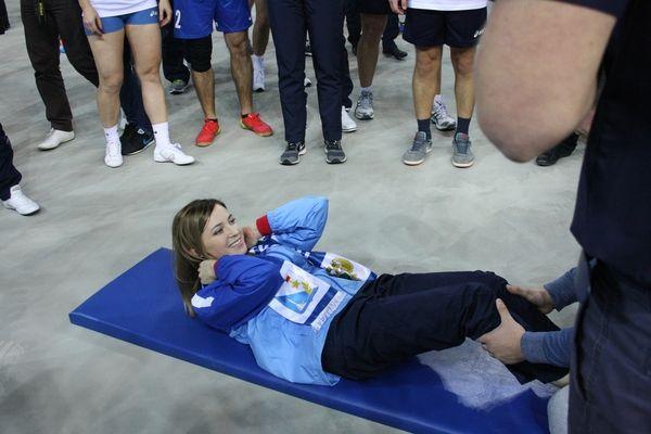 Прокурора Крыма здесь легко спутать с юной спортсменкой.