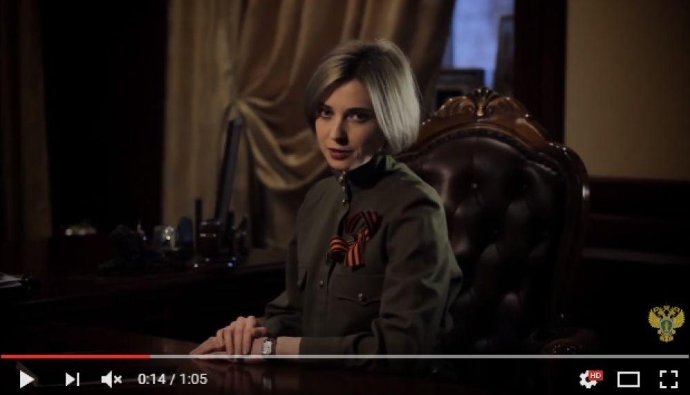 Специально ко Дню Победы выходит ролик «Воинам Великой страны», где Наталья Владимировна одета в гимнастерку.