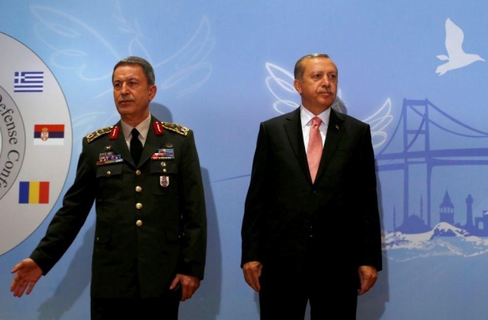 Президент Турции Тайип Эрдоган и начальник Генерального штаба Хулуси Акар.