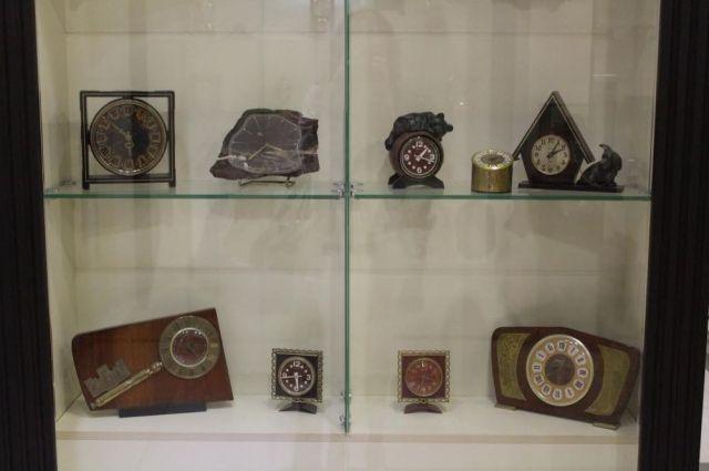 В музее собрано около 900 моделей разнообразных часов.