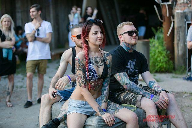 Девушки в ванной с татуировками фото 264-211