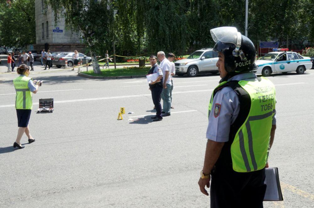 По сообщениям очевидцев было произведено порядка десяти выстрелов.