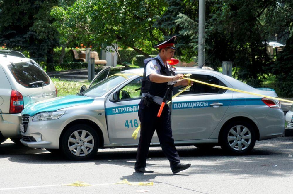 Министерство внутренних дел Казахстана сообщило, что в результате нападения на полицейский участок в Алма-Ате погибли трое полицейских.
