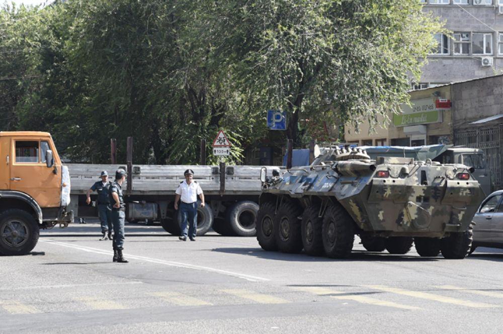 Около 200 человек будут проверены на связь с захватчиками здания полиции в Армении.