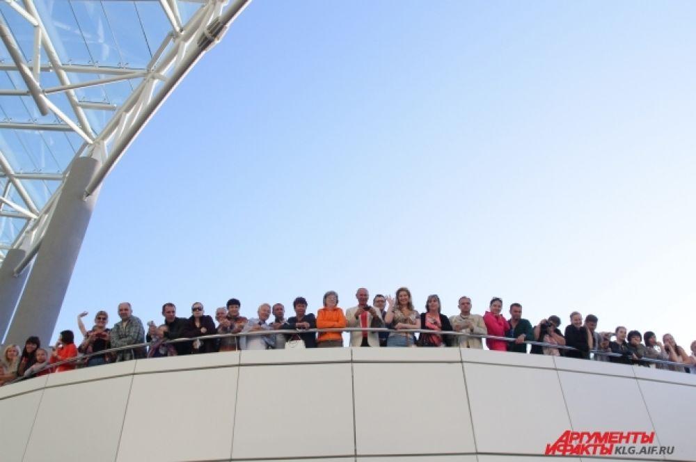 Зрители собрались задолго до начала гала-концерта.