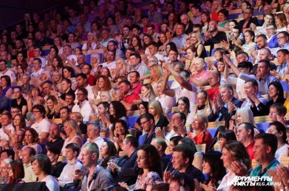 Все три дня фестиваля в зале был аншлаг – билеты ценой от 4 до 30 тысяч рублей раскупили заранее.