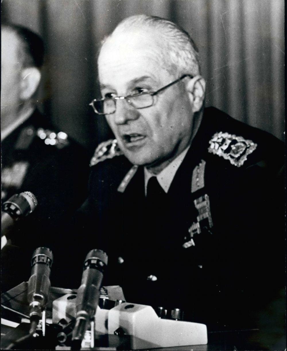 В 1980 году военные под командованием главы генерального штаба генерала Кенана Эврена (на фото) объявили о смещении правительства. Причиной переворота стали вооруженные конфликты в стране между правыми и левыми.
