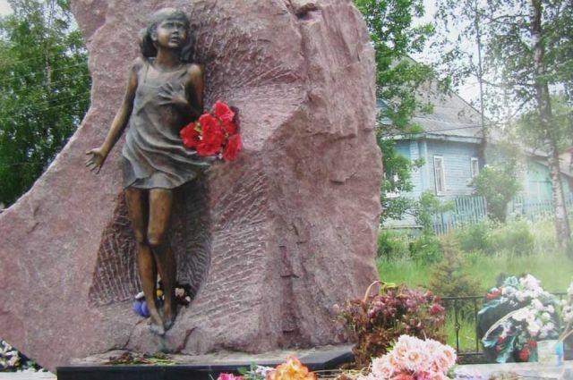 Памятник Ленинградским детям в деревне Лычково.