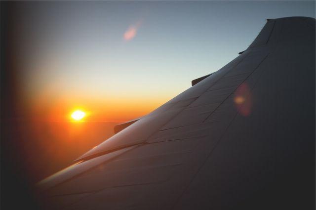 Аварийная посадка самолета в«Рощино»: пассажиры, сойдя страпа, долго рукоплескали пилотам
