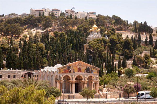 Гефсиманский сад у подножия Масличной горы, выше долины Кедрон, традиция связывает с молением Иисуса в ночь перед его распятием.